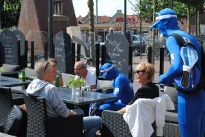 Pinnen ja graag in Harlingen V PAY mannen op het terras pad